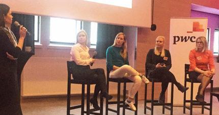 Riikka Saari, Emilia Taskinen, Kaisa Simola ja Riitta Pelli kertoivat opiskelijoille työstään PwC:llä.