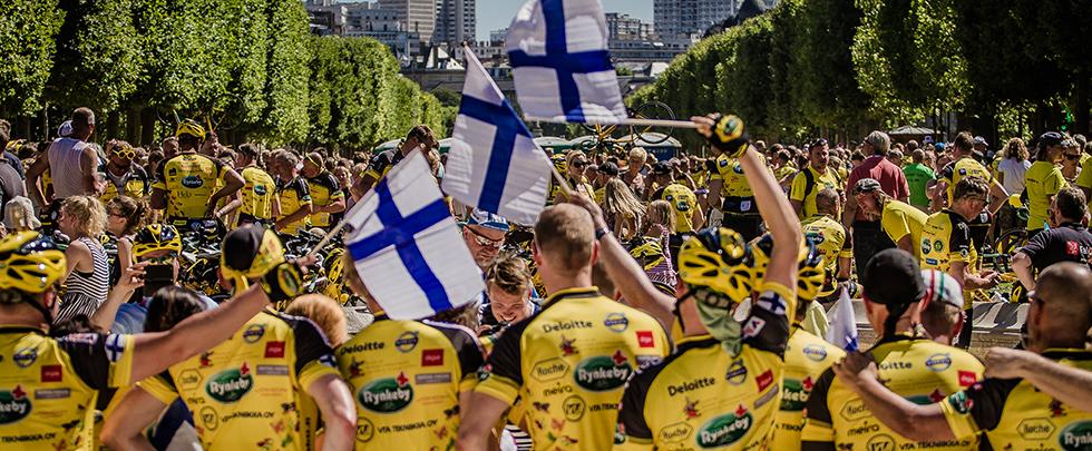 Team Rynkebyn pyöräilijät maalissa Pariisissa. Kuva: Thomas Nørremark
